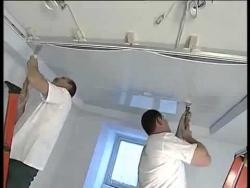 Безопасный монтаж пленочных натяжных потолков