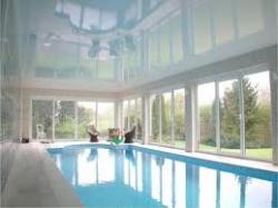 Натяжные потолки для ванной комнаты или бассейна