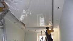 О необходимости натяжных потолков в загородных домах