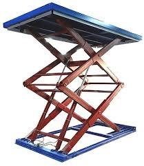 Использование ножничных подъёмников-столов при монтаже натяжных потолков.