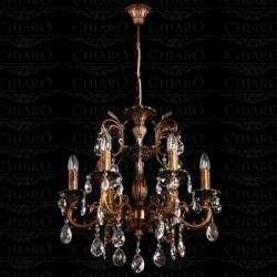 Основные атрибуты классических люстр: бронзовый каркас, хрустальные подвесы.