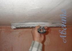 Как правильно зашпаклевать потолок своими руками
