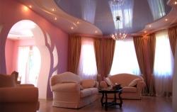 натяжной потолок для гостиной