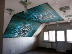 отличный выбор для мансарды это натяжной потолок