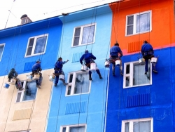 Особенности ремонта фасадов многоэтажных домов промышленными альпинистами