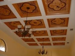 отделка потолка дома