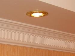 преимущества и недостатки галогеновых потолочных светильников