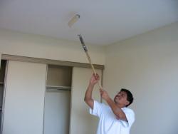 Как покрасить потолок своими руками?