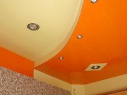 какой потолок лучше натяжной или подвесной