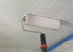 выбираем краску для потолка в ванную